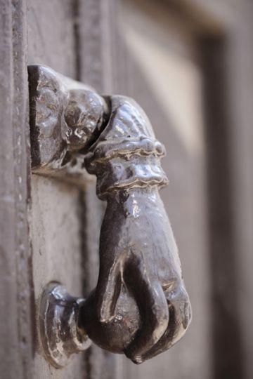 Llamadores, obras de arte en las puertas de Sucre y Potosí