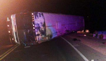 Vuelque de bus deja siete personas fallecidas en la ruta Oruro-Cochabamba