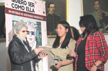 """Libro revaloriza a 70 """"mujeres fantásticas"""""""