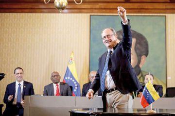 Chavismo firma acuerdo con la minoría opositora