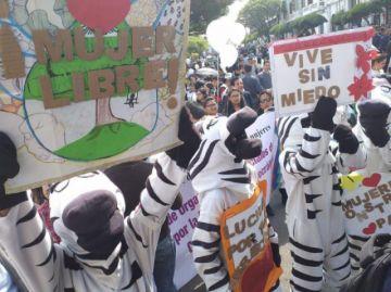 Caminata por la Paz mueve a cientos de personas contra la violencia a la mujer
