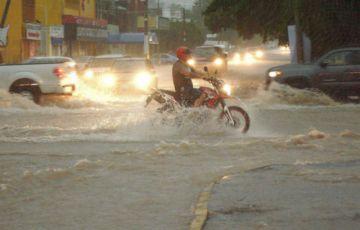 Huracán Lorena pone en alerta al norte de México