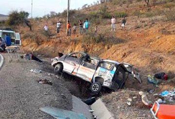 Vuelca un trufi y mueren seis pasajeros en Aiquile