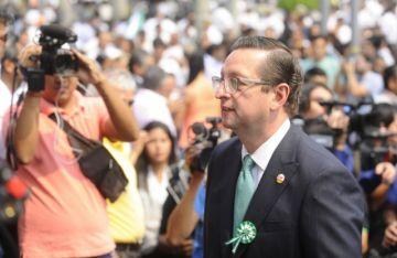 Ortiz asegura que Doria Medina apoya a Mesa para sacar provecho