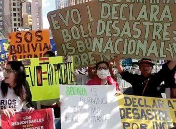 Activistas llevan protesta por la Chiquitanía a Nueva York
