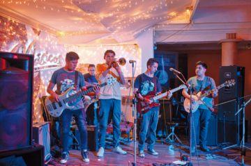 Noche de música en vivo