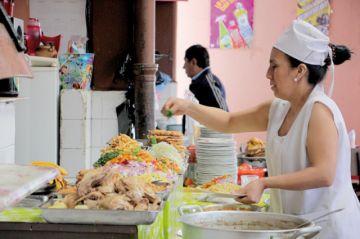 Los comedores del Mercado Central rescatan recetas de antaño