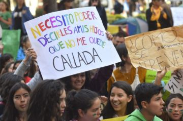 Estudiantes marchan en contra del cambio climático y en defensa de la Chiquitanía