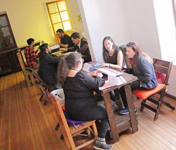 Exponen talentos en Caseta Cultural