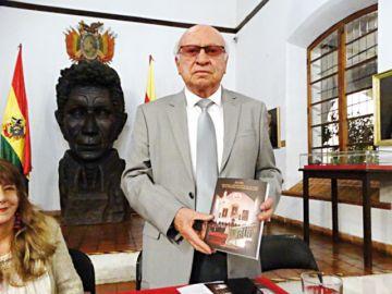 Solares presenta tercer libro dedicado a Sucre