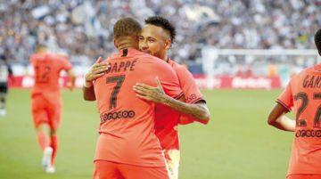 PSG festeja con Mbappe