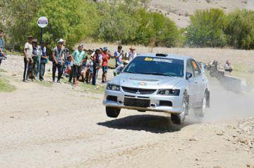 El automovilismo acelera los corazones en Tarabuco