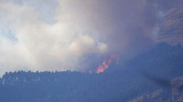Nuevo incendio de magnitud en el Parque Tunari afecta zona boscosa