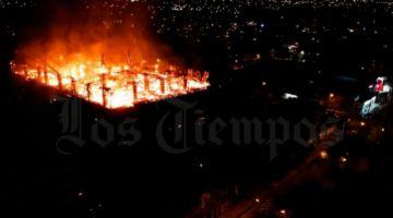 Registran fuerte incendio en edificio de Cochabamba
