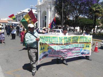 Transportistas de La Paz instalan vigilia a la espera de fallo judicial