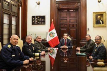Jefes militares respaldan a Vizcarra tras disolución de Congreso