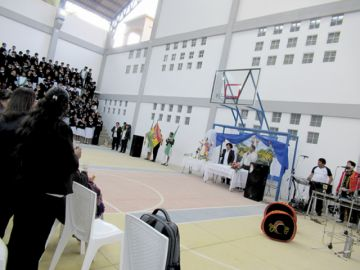 Alumnos vuelven al colegio Aniceto Arce