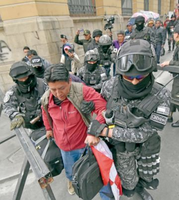 La Paz: Desalojan a Pumari de  intento de huelga