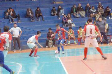 """Futsal: La """"U"""" gana y Lizondo cae goleado"""