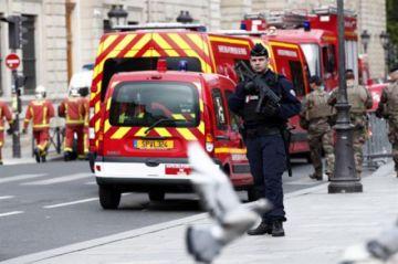 Al menos cuatro muertos en un ataque con cuchillo contra policías en París