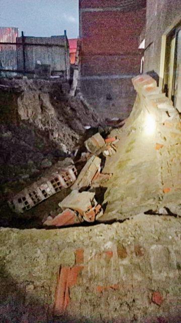 Lluvia y granizo afectan a viviendas y cae muro