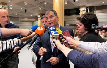 Correa pide elecciones adelantadas en Ecuador y se ofrece como candidato