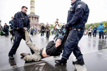 Activistas inician protesta contra la inacción política