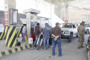 Exministro pide eliminar subsidios a combustibles