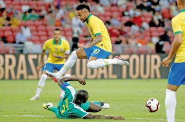 Senegal amarga a Neymar