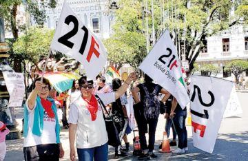Plataformas festejan Día de la Democracia