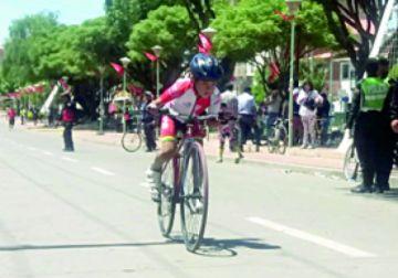 Niños se miden en ciclismo
