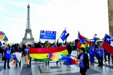 Los bolivianos  en Francia apoyan reelección de Evo
