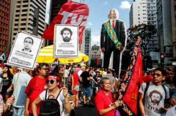 Marcha en Brasil pide la excarcelación de Lula