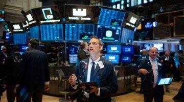 Dudas sobre acuerdo comercial nublan de rojo Wall Street