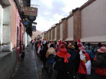 Masiva marcha preludia cabildo en Potosí