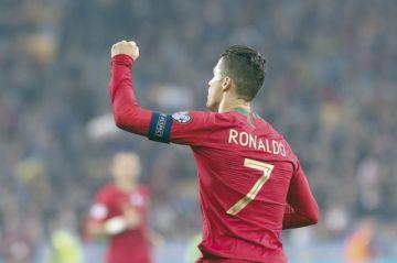Cristiano agranda  su leyenda al anotar  su gol número 700