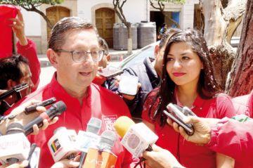 Ortiz ataca a dos bandos en su cierre de campaña
