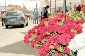 Ferias, antesala para la llegada de los difuntos