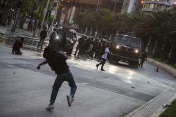 Disturbios en Chile dejan más de 300 detenidos y decenas de personas heridas