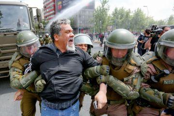 Piñera suspende alza de pasajes  y corre toque de queda en Chile