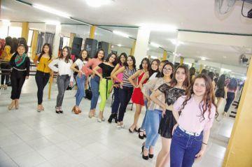 Candidatas a Miss 15 Años se preparan