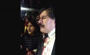 Waldo Albarracín recibe un golpe mientras se manifestaba en La Paz