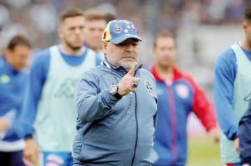 Maradona sufre otro revés