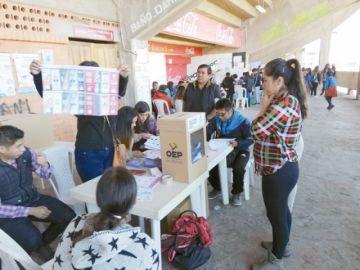 Familias en Sucre se apropian  de las calles tras acudir a votar