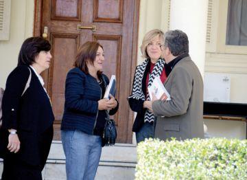 Observadores instan a explicar interrupción de los resultados