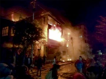 Se desata la violencia en el país e incendian actas de la votación
