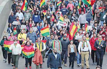 Comunidad internacional condena violencia y reclama transparencia en recuento electoral