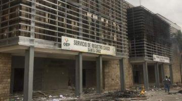 Incendian los tribunales departamentales de Santa Cruz y Beni