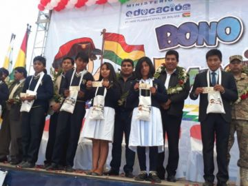 Comienza la entrega del bono Juancito Pinto en Chuquisaca