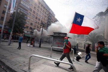 Masivas protestas elevan la tensión en Chile
